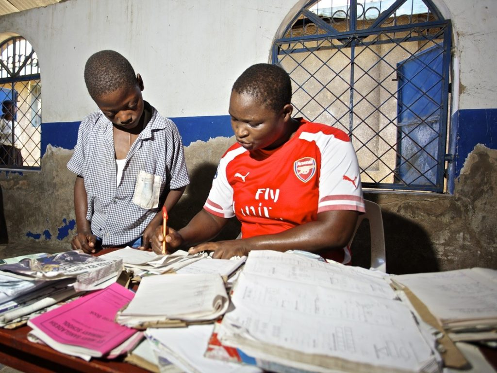 Engaging social networks for school fees payments: Lessons from an experiment in Kenya